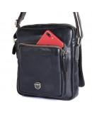 Фотография Черная мужская сумка на плечо с ручкой для ношения в руке 71016a