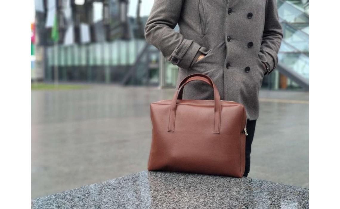 Новинки в мире мужских сумок: сумка-боулинг, рюкзак-трансформер, сумка-шопер, несессер.