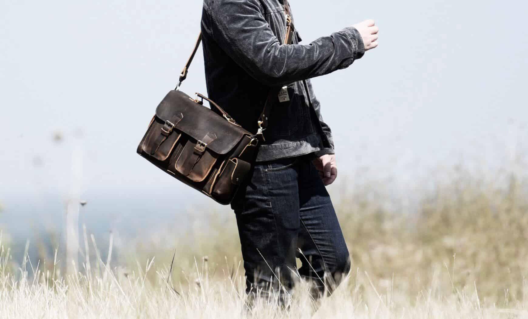 9031deaf0009 Модные тенденции мужских сумок 2018 года